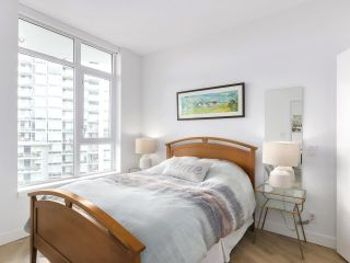 """Photo 14: 1007 3557 SAWMILL Crescent in Vancouver: South Marine Condo for sale in """"ONE TOWN CENTER"""" (Vancouver East)  : MLS®# R2472415"""