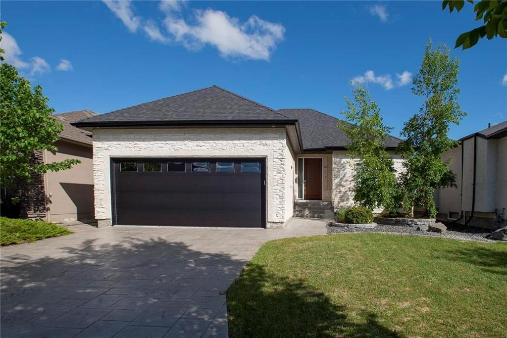 Main Photo: 27 Autumnview Drive in Winnipeg: South Pointe Residential for sale (1R)  : MLS®# 202012639