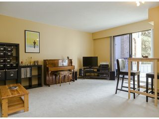 """Photo 1: 204 1544 FIR Street: White Rock Condo for sale in """"JUNIPER ARMS"""" (South Surrey White Rock)  : MLS®# F1412897"""