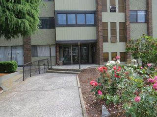 """Photo 1: 102 1320 FIR Street: White Rock Condo for sale in """"The Willows"""" (South Surrey White Rock)  : MLS®# R2114017"""