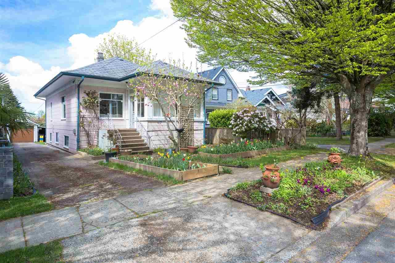 Main Photo: 5855 ST. GEORGE Street in Vancouver: Fraser VE House for sale (Vancouver East)  : MLS®# R2371764