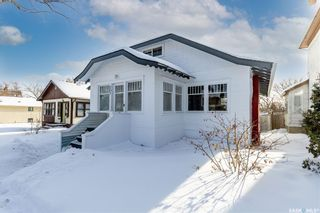 Photo 2: 207 29th Street West in Saskatoon: Caswell Hill Residential for sale : MLS®# SK841420