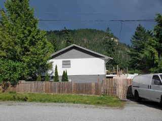 Photo 3: 1600 DEPOT Road in Squamish: Brackendale House for sale : MLS®# R2621114