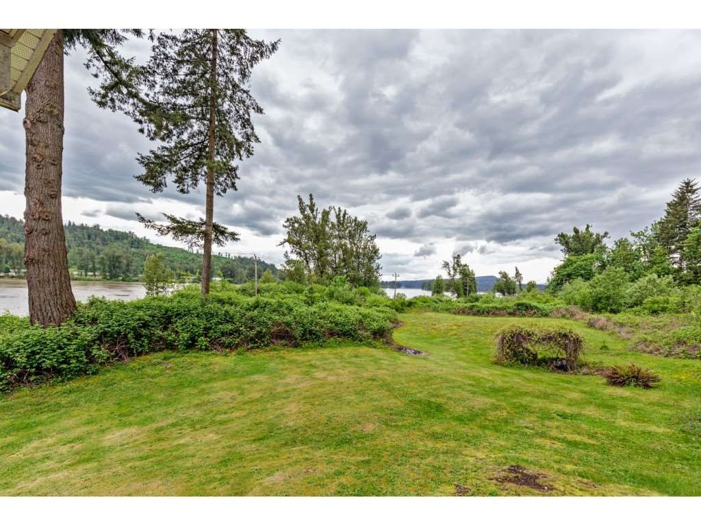 """Main Photo: 8511 MCLEAN Street in Mission: Mission-West House for sale in """"Silverdale"""" : MLS®# R2456116"""