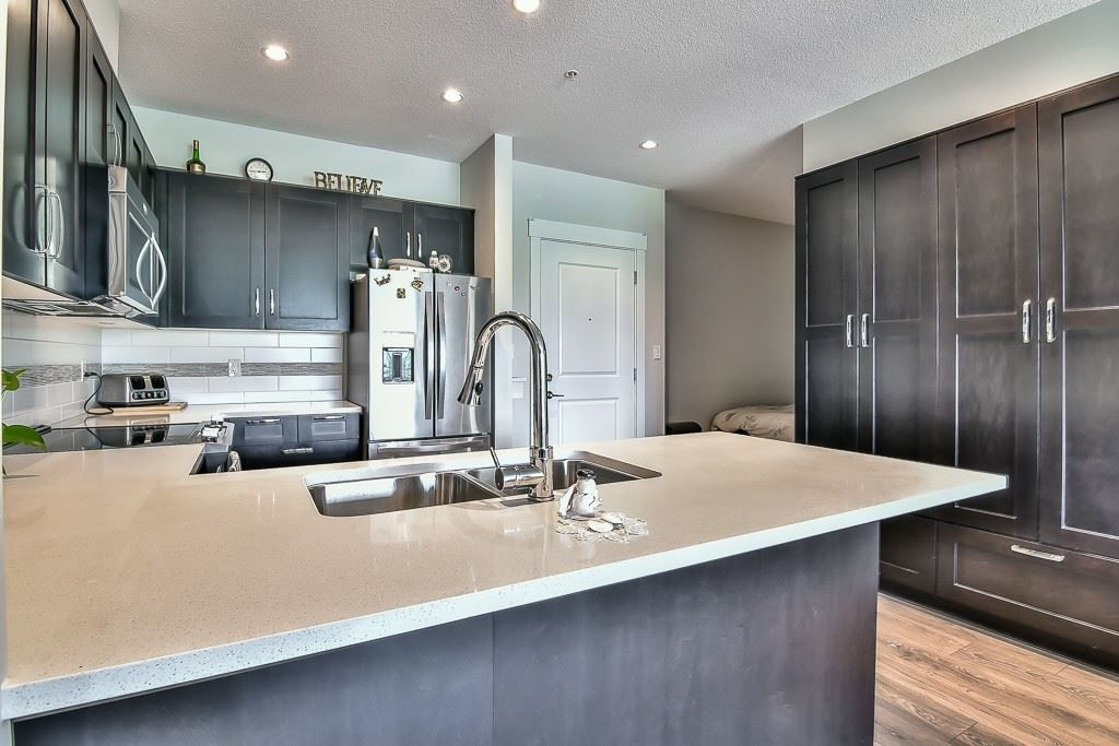 """Photo 6: Photos: 214 20728 WILLOUGHBY TOWN CENTRE Drive in Langley: Willoughby Heights Condo for sale in """"Kensington at Willoughby Town Centre"""" : MLS®# R2190142"""