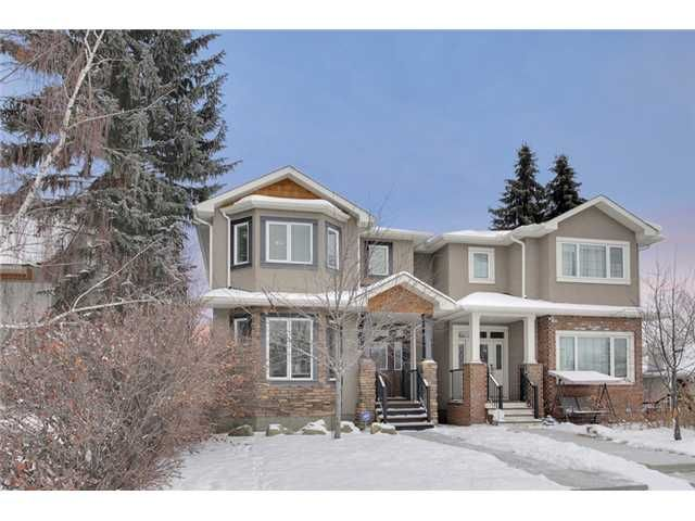 Main Photo: 212 25 Avenue NW in Calgary: Tuxedo Residential Attached for sale : MLS®# C3651686