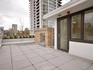 Photo 9: 1329 CIVIC PLACE MEWS in North Vancouver: Central Lonsdale Townhouse for sale : MLS®# R2114138