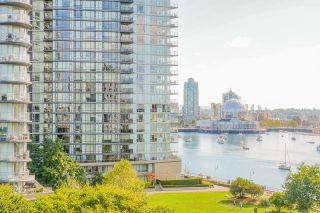 """Photo 8: 805 980 COOPERAGE Way in Vancouver: Yaletown Condo for sale in """"COOPERS POINTE by Concord Pacific"""" (Vancouver West)  : MLS®# R2614161"""