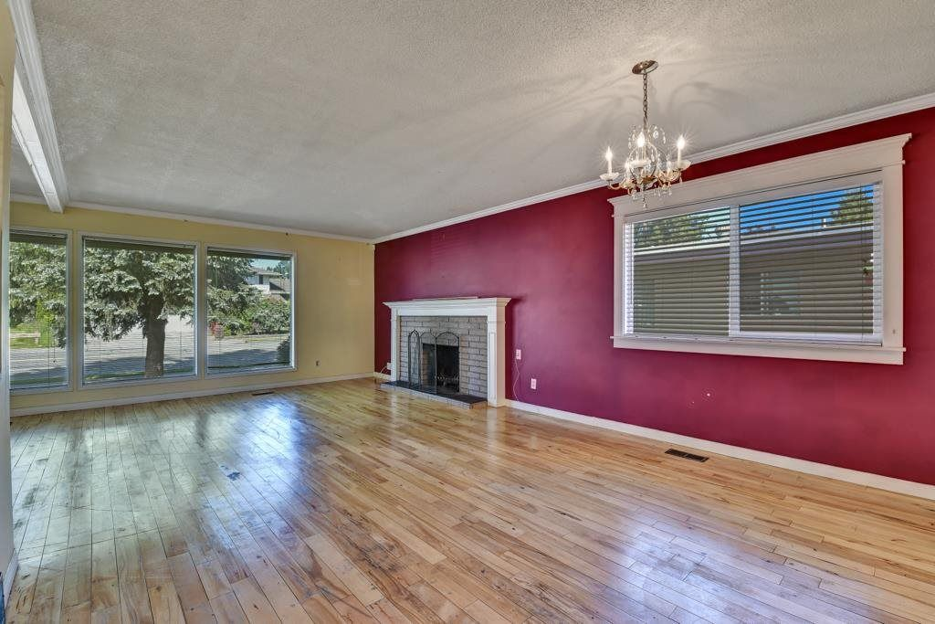 Main Photo: 2258 WARE Street in Abbotsford: Central Abbotsford House for sale : MLS®# R2584243