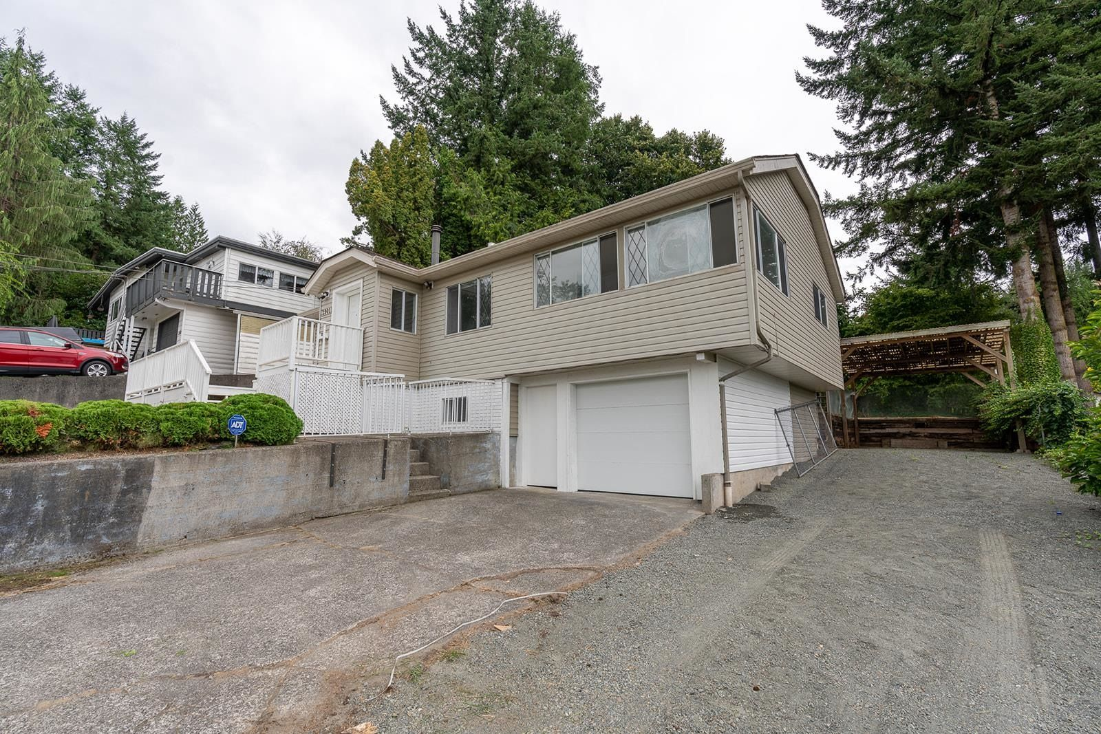 Main Photo: 2901 MCCALLUM Road in Abbotsford: Central Abbotsford House for sale : MLS®# R2610152