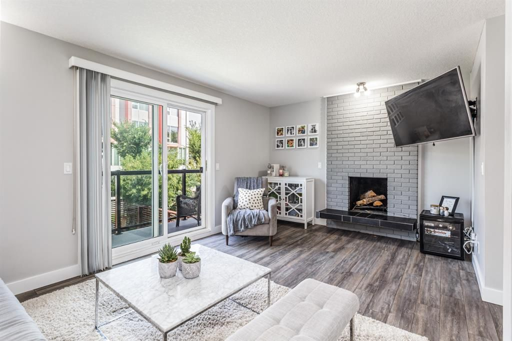 Main Photo: 1807 27 Avenue SW in Calgary: South Calgary Row/Townhouse for sale : MLS®# A1129808