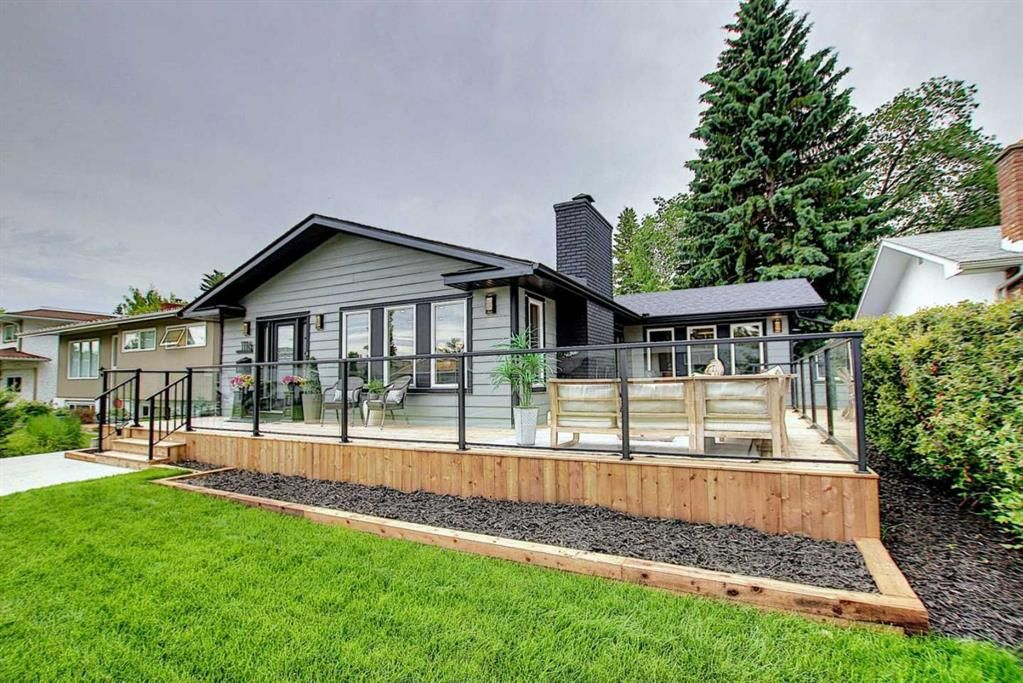Main Photo: 1116 LAKE WAPTA Way SE in Calgary: Lake Bonavista Detached for sale : MLS®# A1009231