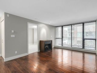 "Photo 3: 203 2959 GLEN Drive in Coquitlam: North Coquitlam Condo for sale in ""THE PARC"" : MLS®# R2138070"