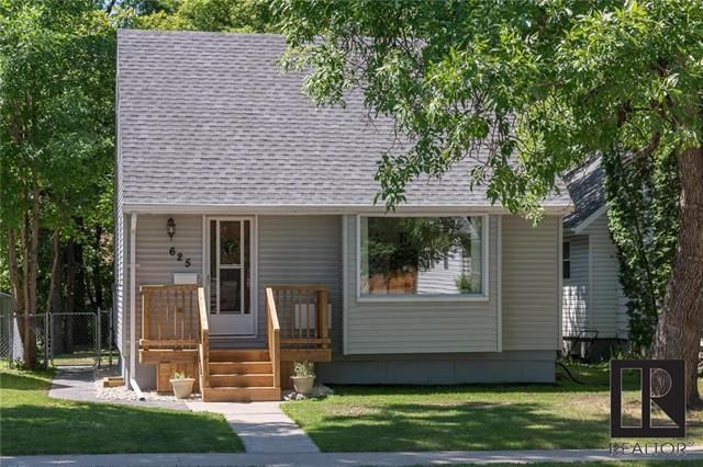 Photo 2: Photos: 625 Cambridge Street in Winnipeg: River Heights Residential for sale (1D)  : MLS®# 1819137