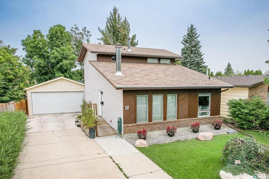 Main Photo: 327 Ball Crescent in Saskatoon: Silverwood Heights Residential for sale : MLS®# SK867296