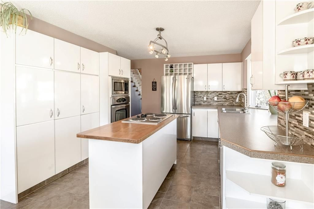 Photo 11: Photos: 248 WOOD VALLEY Bay SW in Calgary: Woodbine Detached for sale : MLS®# C4211183