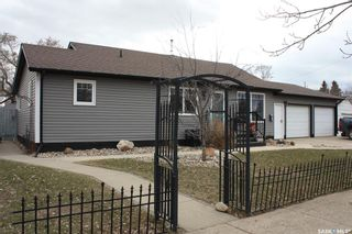 Photo 2: 120 2nd Street East in Langham: Residential for sale : MLS®# SK851855