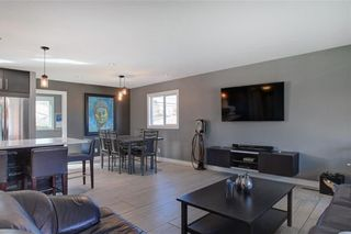 Photo 10: 204 MAPLE COURT Crescent SE in Calgary: Maple Ridge Detached for sale : MLS®# A1152517