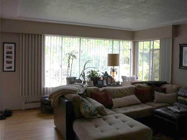 Photo 2: Photos: 92 GLOVER AV in : GlenBrooke North House for sale : MLS®# V955969