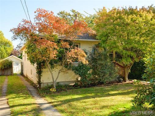 Main Photo: 849 Hampshire Rd in VICTORIA: OB South Oak Bay House for sale (Oak Bay)  : MLS®# 743552