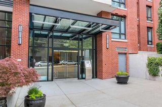 """Photo 2: 1801 909 MAINLAND Street in Vancouver: Yaletown Condo for sale in """"Yaletown Park 2"""" (Vancouver West)  : MLS®# R2625603"""