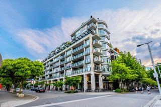Photo 2: 402 1625 MANITOBA Street in Vancouver: False Creek Condo for sale (Vancouver West)  : MLS®# R2616547
