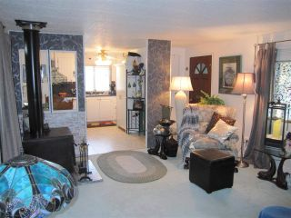 """Photo 3: 104 9950 WILSON Street in Mission: Stave Falls Manufactured Home for sale in """"Ruskin Place"""" : MLS®# R2123611"""