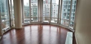 "Photo 2: 1007 1067 MARINASIDE Crescent in Vancouver: Yaletown Condo for sale in ""QUAY WEST"" (Vancouver West)  : MLS®# R2539975"