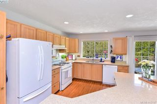 Photo 5: 3734 Epsom Dr in VICTORIA: SE Cedar Hill House for sale (Saanich East)  : MLS®# 817100
