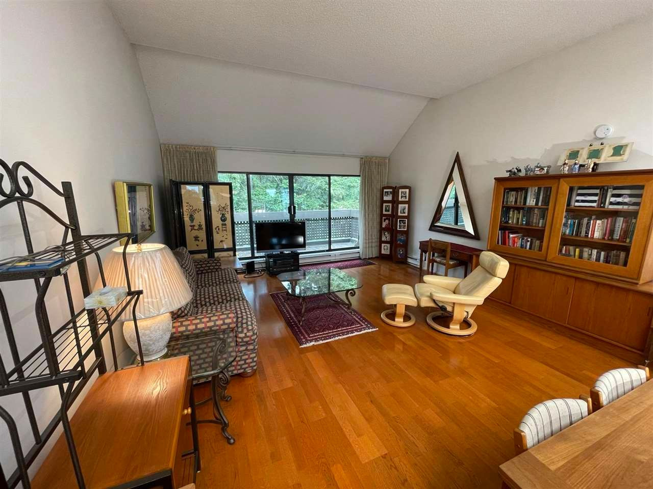 """Main Photo: 409 333 WETHERSFIELD Drive in Vancouver: South Cambie Condo for sale in """"LANGARA COURT"""" (Vancouver West)  : MLS®# R2586908"""