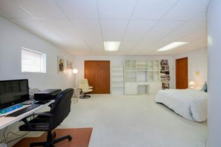 Photo 37: 27 Strathlorne Bay SW in Calgary: Strathcona Park Detached for sale : MLS®# A1120430