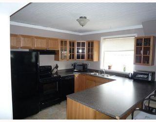 Photo 2: 408 QUEEN Avenue in SELKIRK: City of Selkirk Residential for sale (Winnipeg area)  : MLS®# 2907064
