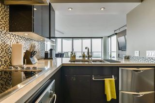 """Photo 16: 1902 1228 MARINASIDE Crescent in Vancouver: Yaletown Condo for sale in """"Crestmark II"""" (Vancouver West)  : MLS®# R2582919"""