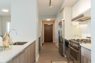 """Photo 4: 2301 4900 LENNOX Lane in Burnaby: Metrotown Condo for sale in """"THE PARK"""" (Burnaby South)  : MLS®# R2432406"""