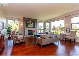 Photo 3: 108 3223 Selleck Way in VICTORIA: Co Lagoon Condo for sale (Colwood)  : MLS®# 760118