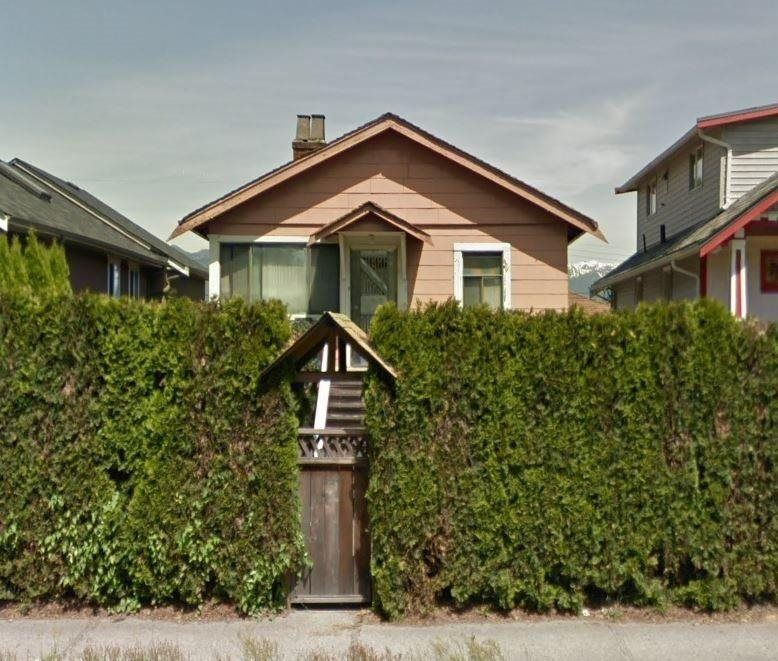 Main Photo: 2219 E 1ST Avenue in Vancouver: Grandview Woodland House for sale (Vancouver East)  : MLS®# R2583434