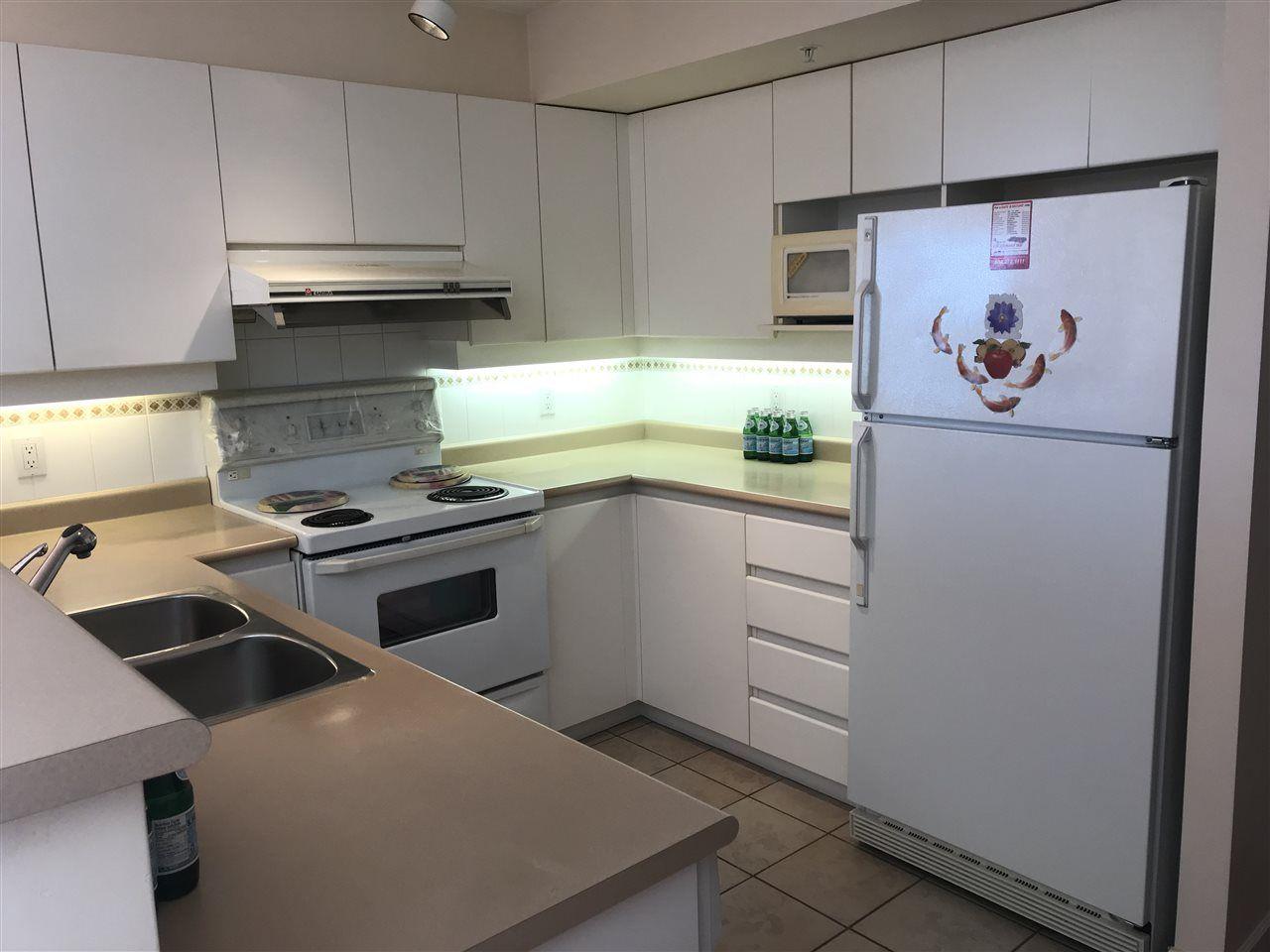 "Photo 13: Photos: 901 6119 COONEY Road in Richmond: Brighouse Condo for sale in ""ROSARIO GARDENS"" : MLS®# R2373184"