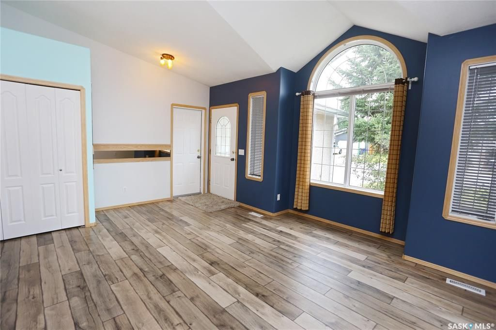 Photo 4: Photos: 206 1st Avenue North in Warman: Residential for sale : MLS®# SK796281