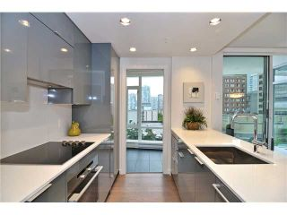 """Photo 4: 2308 161 W GEORGIA Street in Vancouver: Downtown VW Condo for sale in """"Cosmo"""" (Vancouver West)  : MLS®# R2032266"""