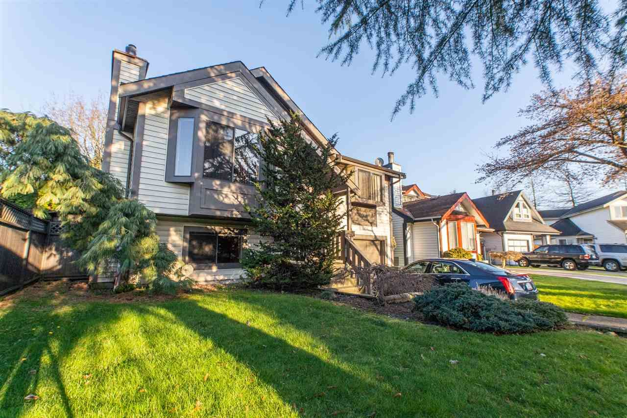 Main Photo: 9768 151A Street in Surrey: Guildford House for sale (North Surrey)  : MLS®# R2558154