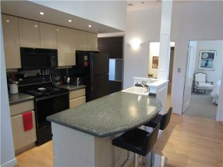 """Photo 3: 100 1788 W 13TH Avenue in Vancouver: Fairview VW Condo for sale in """"MAGNOLIA"""" (Vancouver West)  : MLS®# V985193"""
