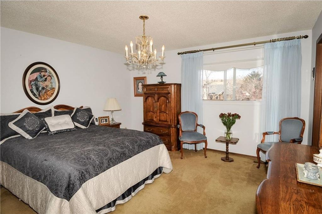 Photo 19: Photos: 52 BERKSHIRE Road NW in Calgary: Beddington Heights House for sale : MLS®# C4105449