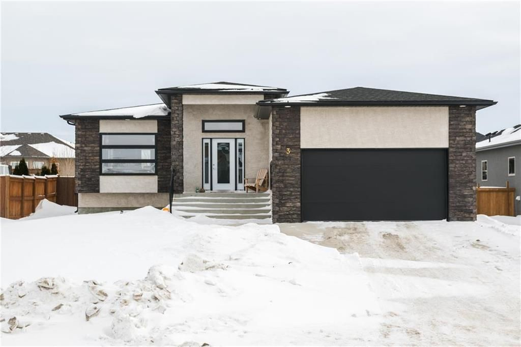 Main Photo: 3 TOWLER Way in Oakbank: RM of Springfield Residential for sale (R04)  : MLS®# 202003378
