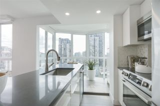 Photo 2: 1607 1188 HOWE STREET in Vancouver: Downtown VW Condo for sale (Vancouver West)  : MLS®# R2403400