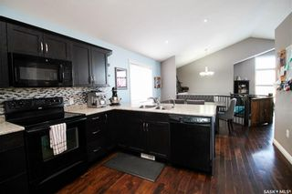 Photo 2: 211 15th Street in Battleford: Residential for sale : MLS®# SK854438