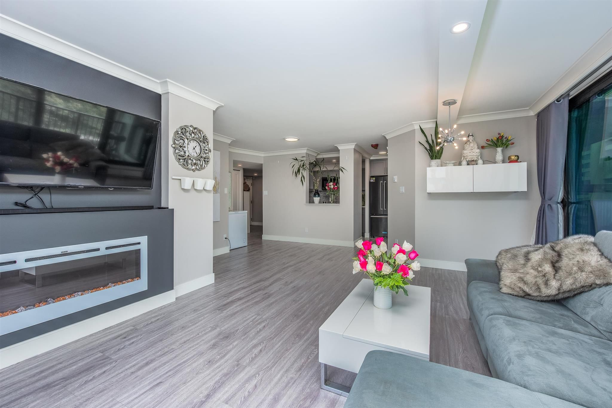 Main Photo: 708 4165 MAYWOOD Street in Burnaby: Metrotown Condo for sale (Burnaby South)  : MLS®# R2601570