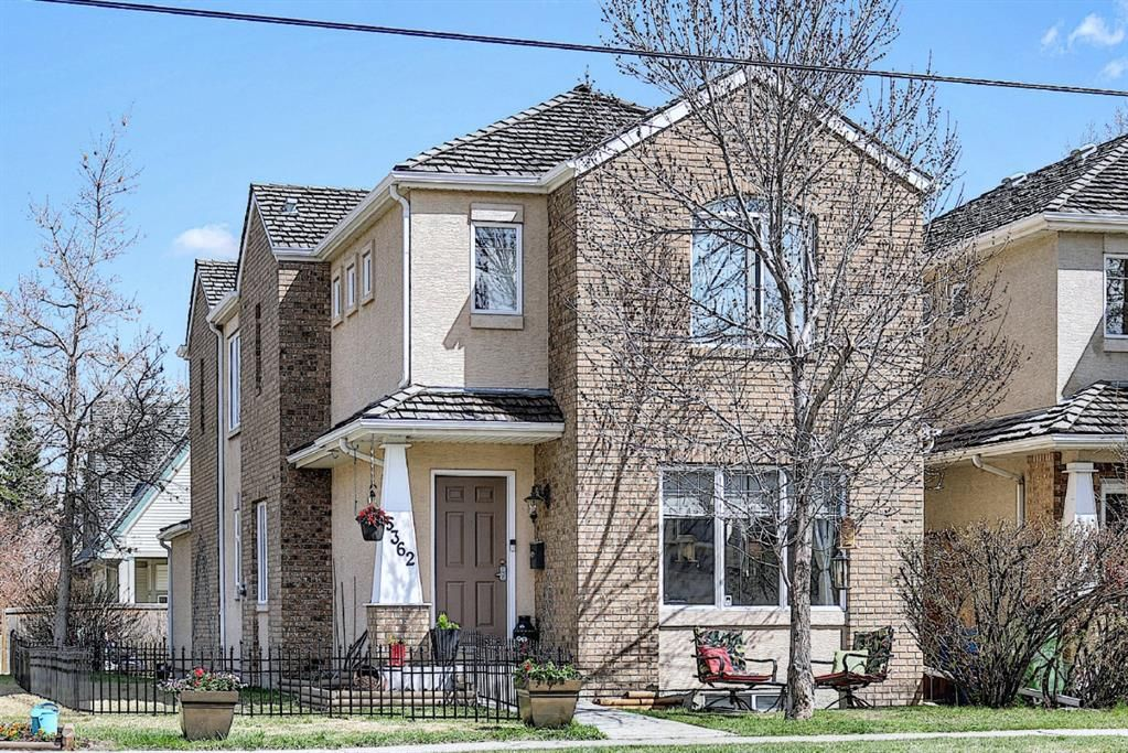 Main Photo: 5362 53 Street NW in Calgary: Varsity Detached for sale : MLS®# A1106411