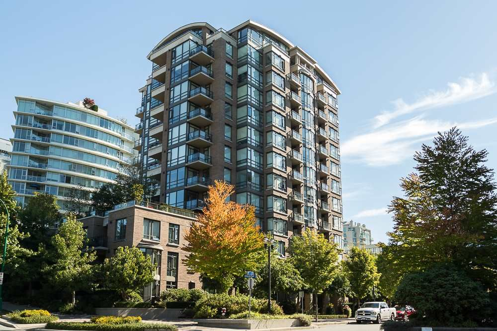 "Main Photo: 406 170 W 1ST Street in North Vancouver: Lower Lonsdale Condo for sale in ""ONE PARK LANE"" : MLS®# R2112058"