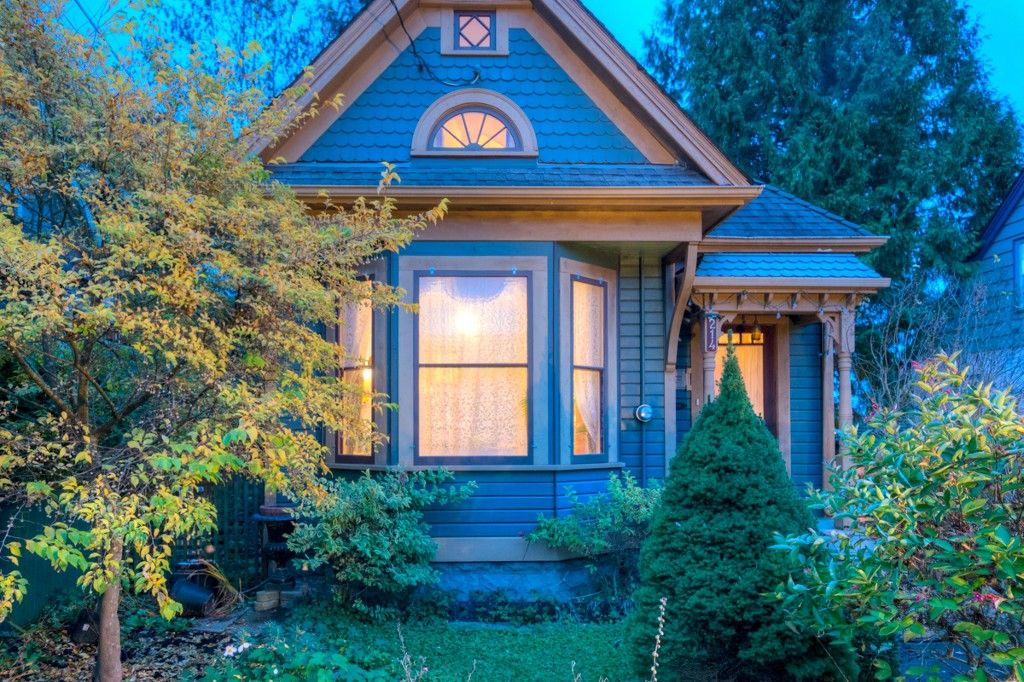 """Photo 101: Photos: 214 FOURTH Avenue in New Westminster: Queens Park House for sale in """"QUEENS PARK"""" : MLS®# R2136258"""
