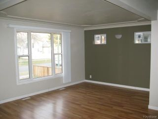 Photo 3: 704 Talbot Avenue in WINNIPEG: East Kildonan Single Family Detached for sale (North East Winnipeg)  : MLS®# 1323855